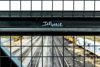 tekst influence
